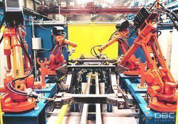 Robôs MIG/MAG em linha de produção.